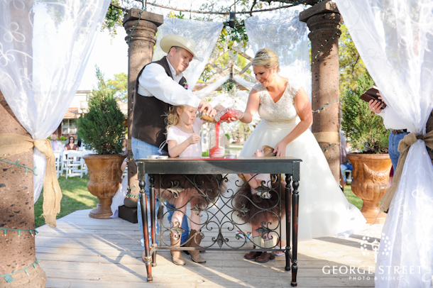 Rustic wedding ceremony at Modeana Texas