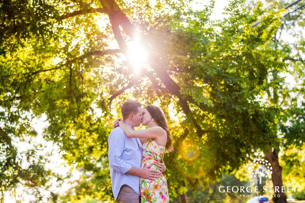 zilker metropolitan park romantic sunrays austin engagement photos 2 1024 682
