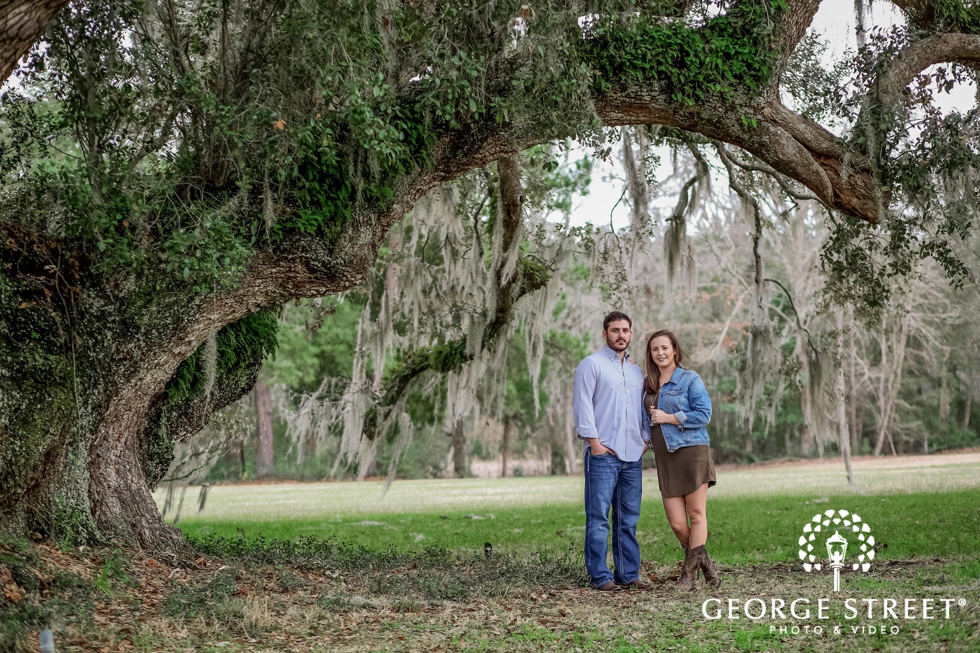 runnymede plantation passionate green fields charleston engagement photography