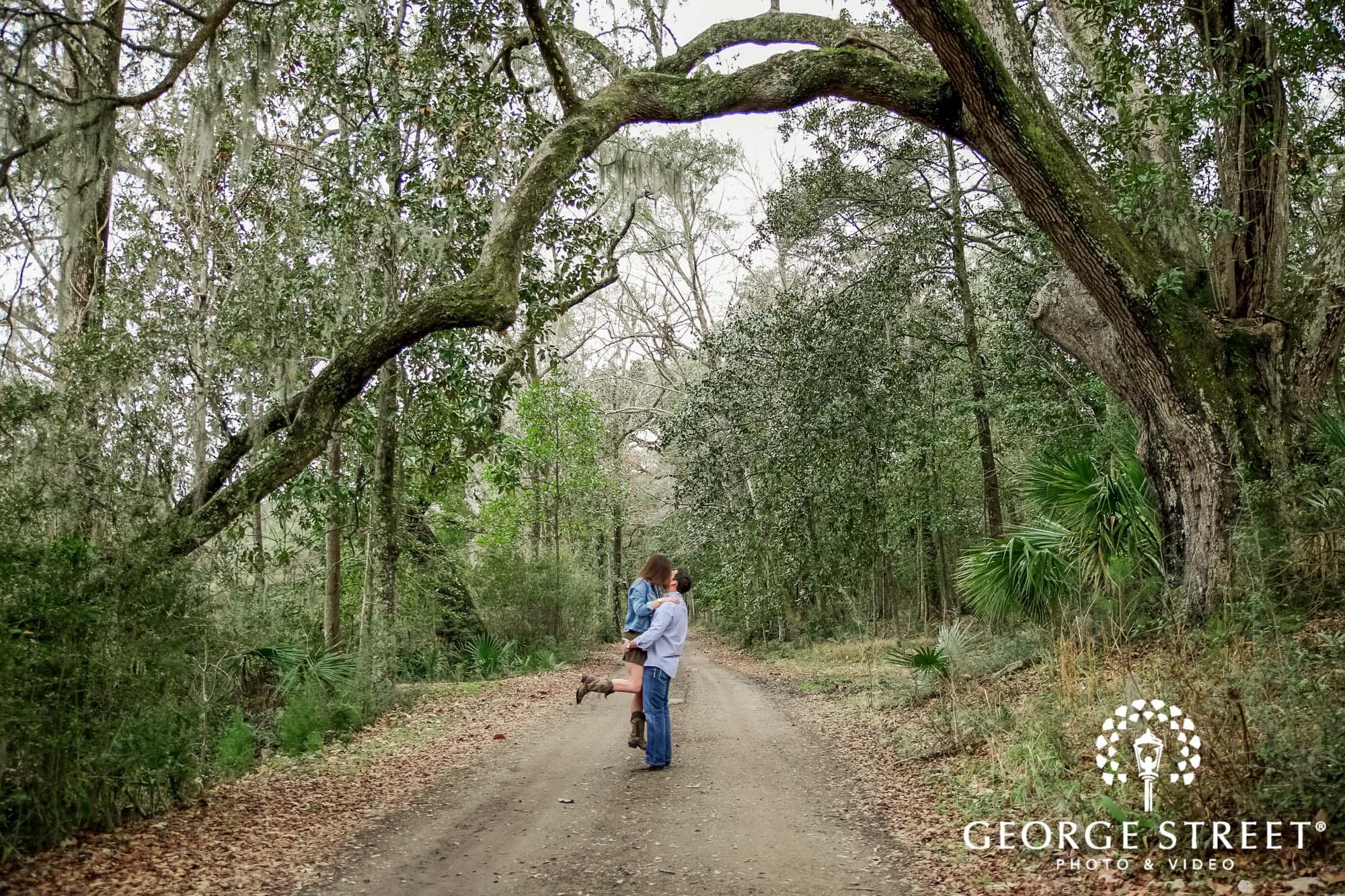 runnymede plantation charming green pathway charleston engagement photography 2