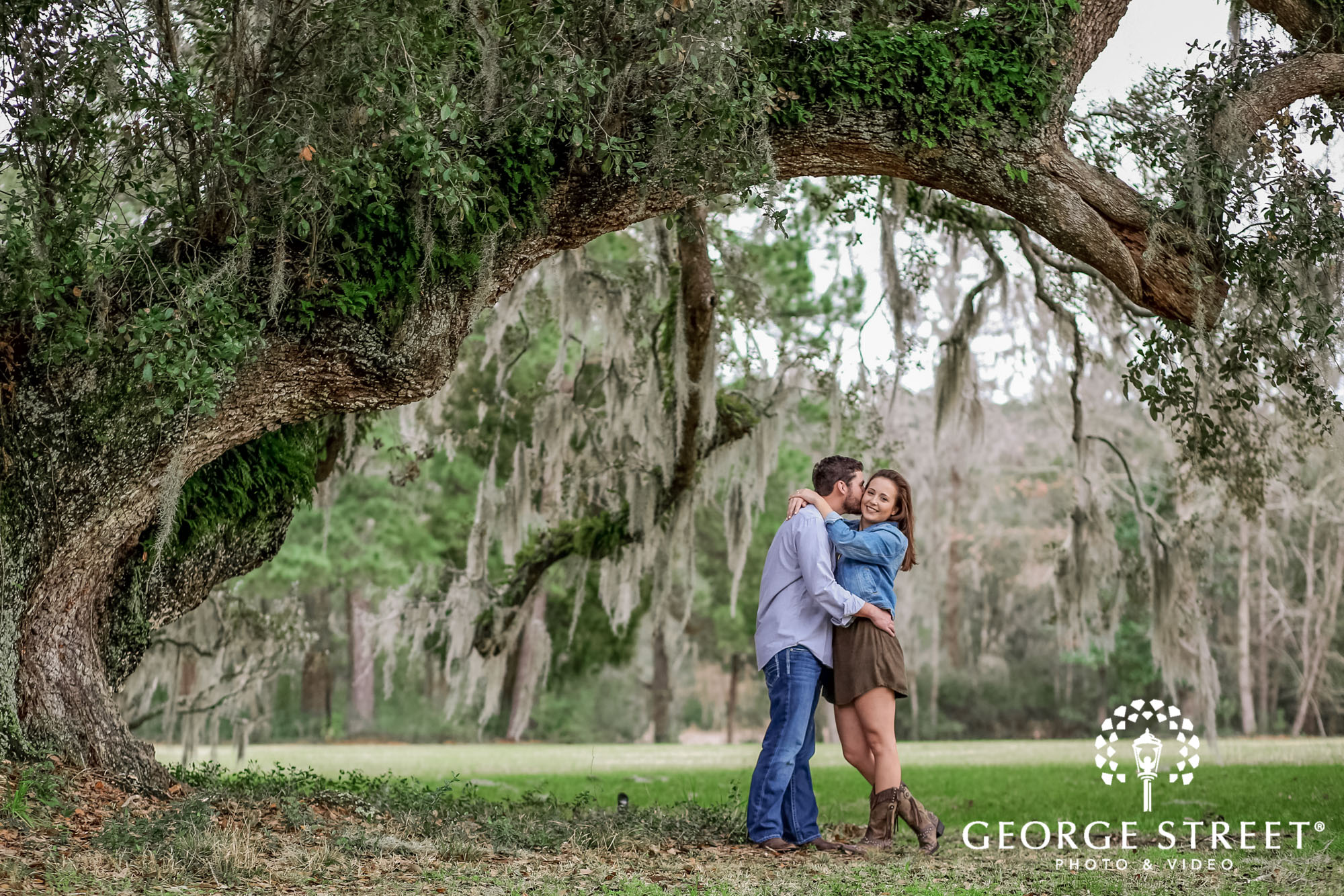 runnymede plantation passionate green fields charleston engagement photography 3