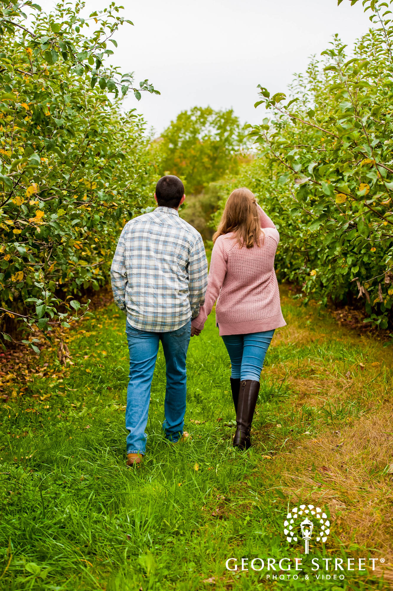 lyman orchards cute greenery sweater hartford engagement photography 4