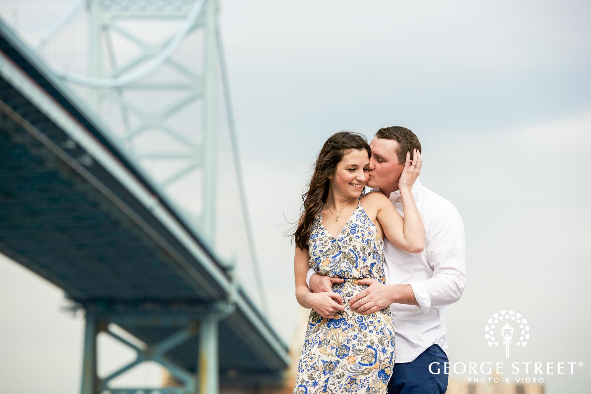 philadelphia engagement photos with benjamin franklin bridge