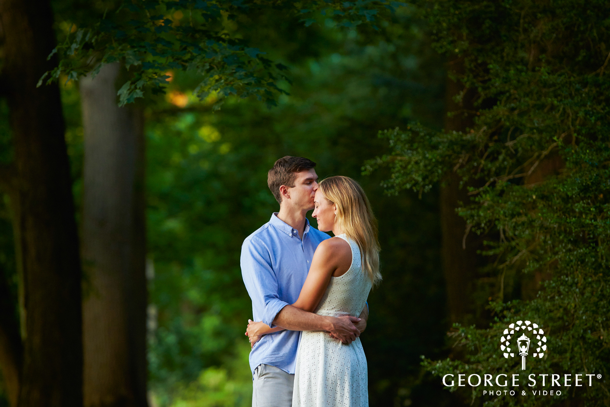 beautiful outdoor engagement photos in philadelphia 3