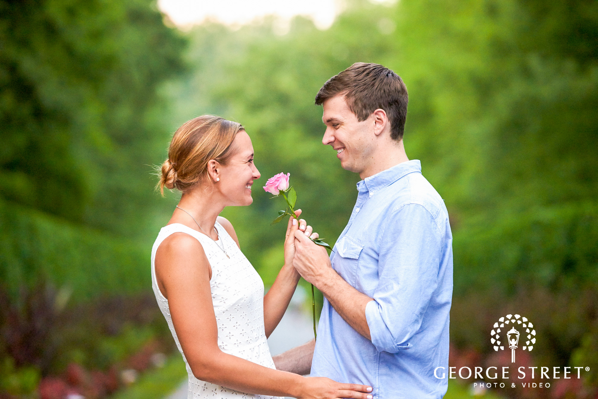 beautiful outdoor engagement photos in philadelphia 5