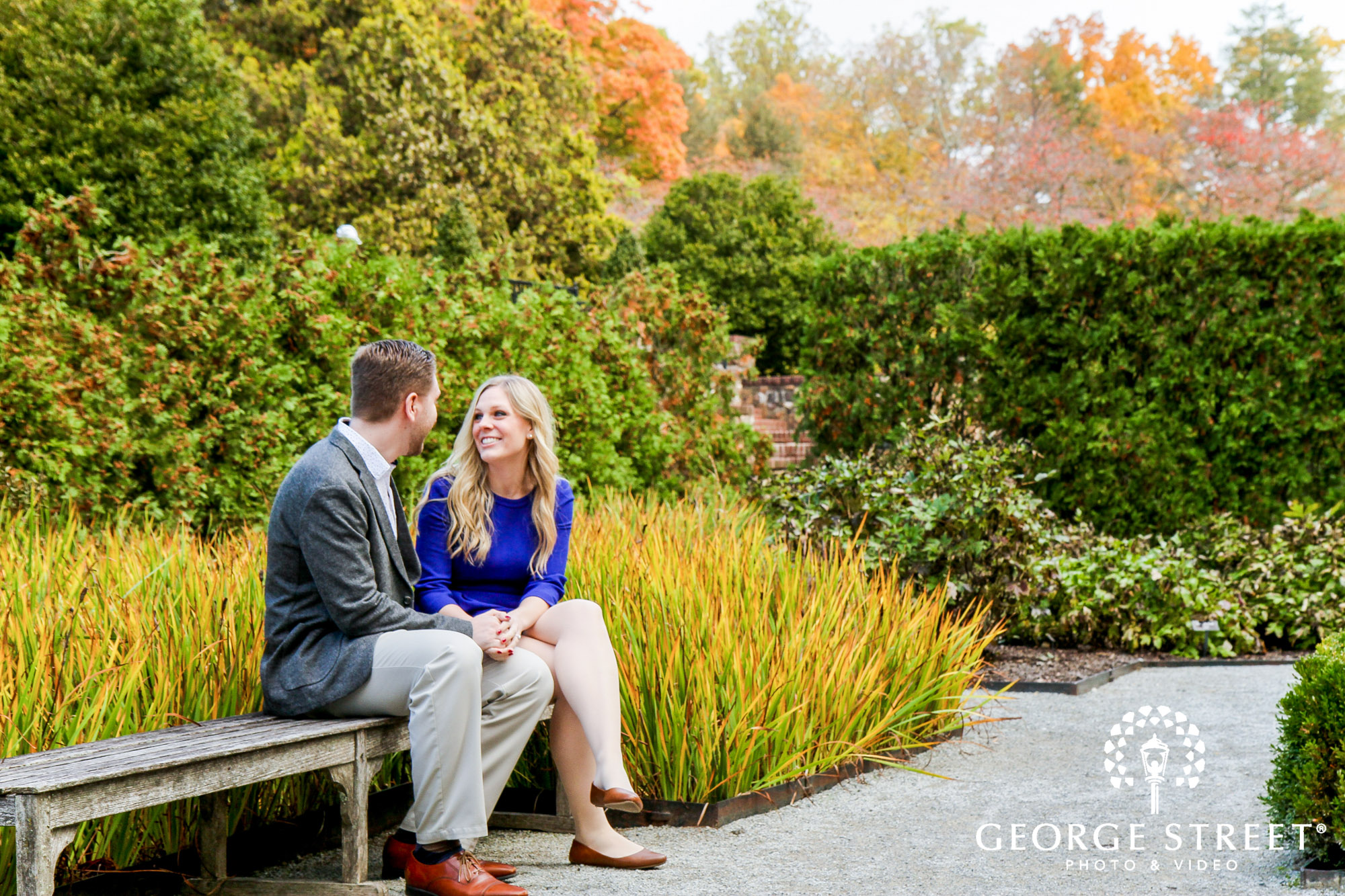 cheerful fall engagement portraits in philadelphia 2