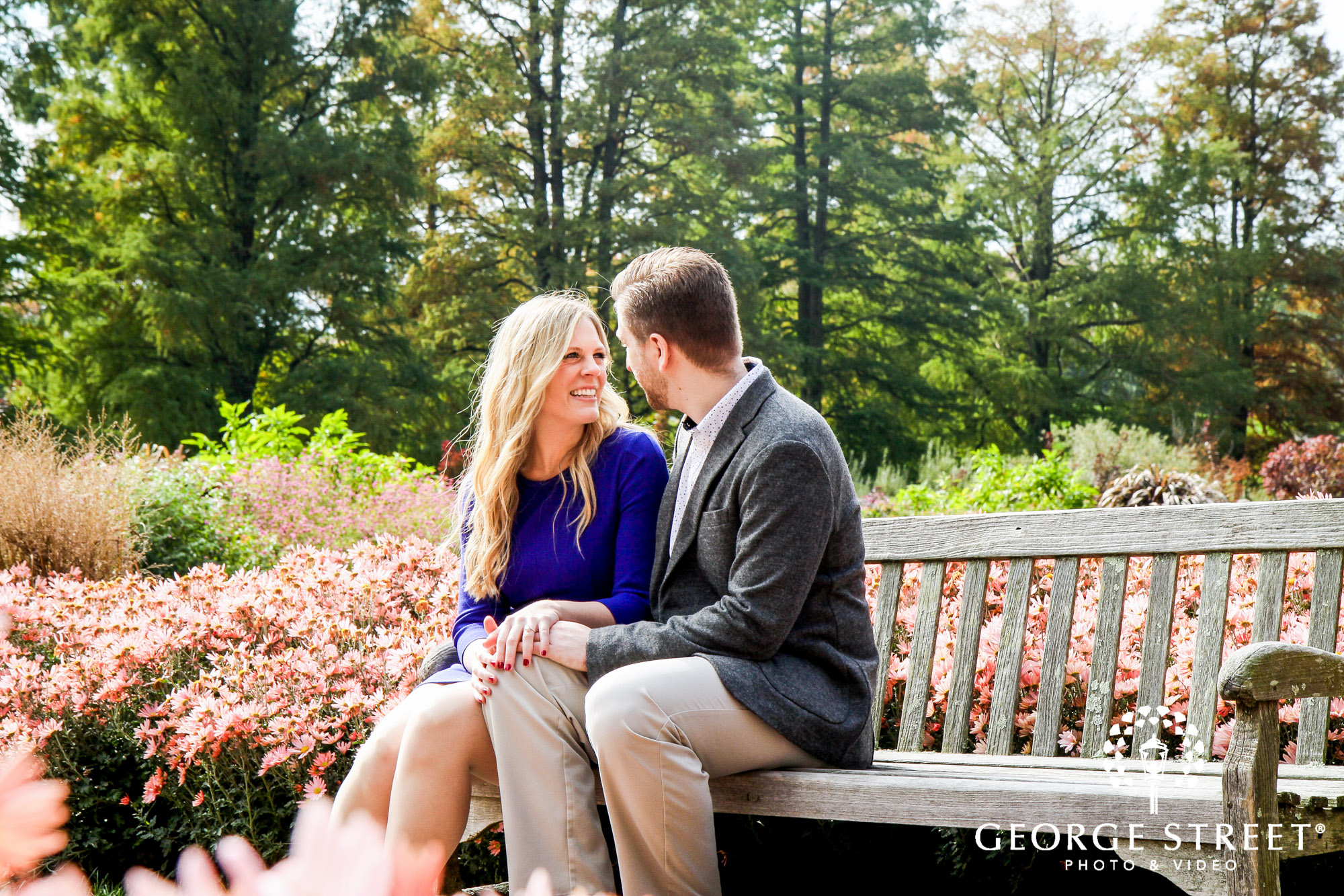 cheerful fall engagement portraits in philadelphia 3