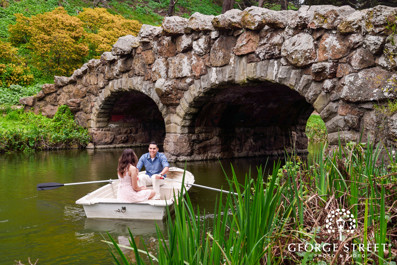 engagement photos in a rowboat 2
