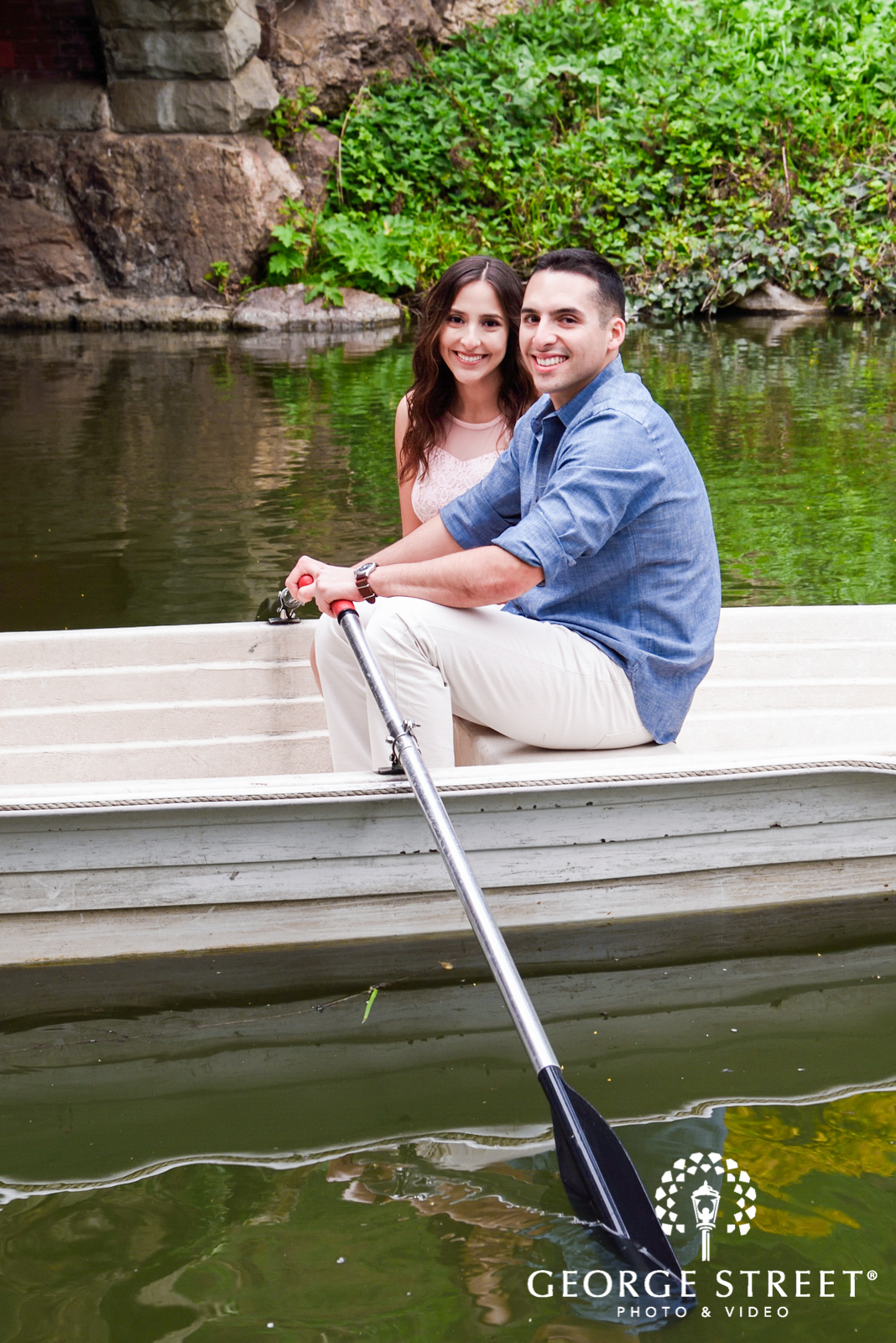 engagement photos in a rowboat 3