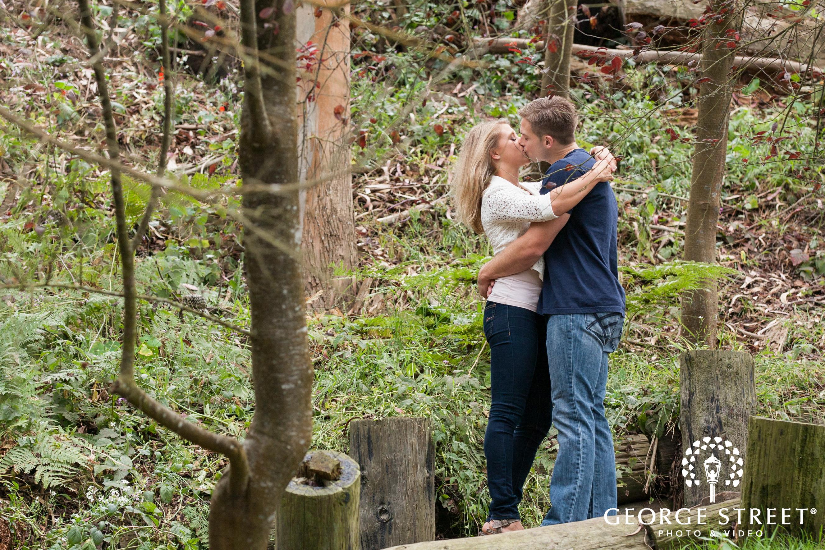 couple kissing golden gate park