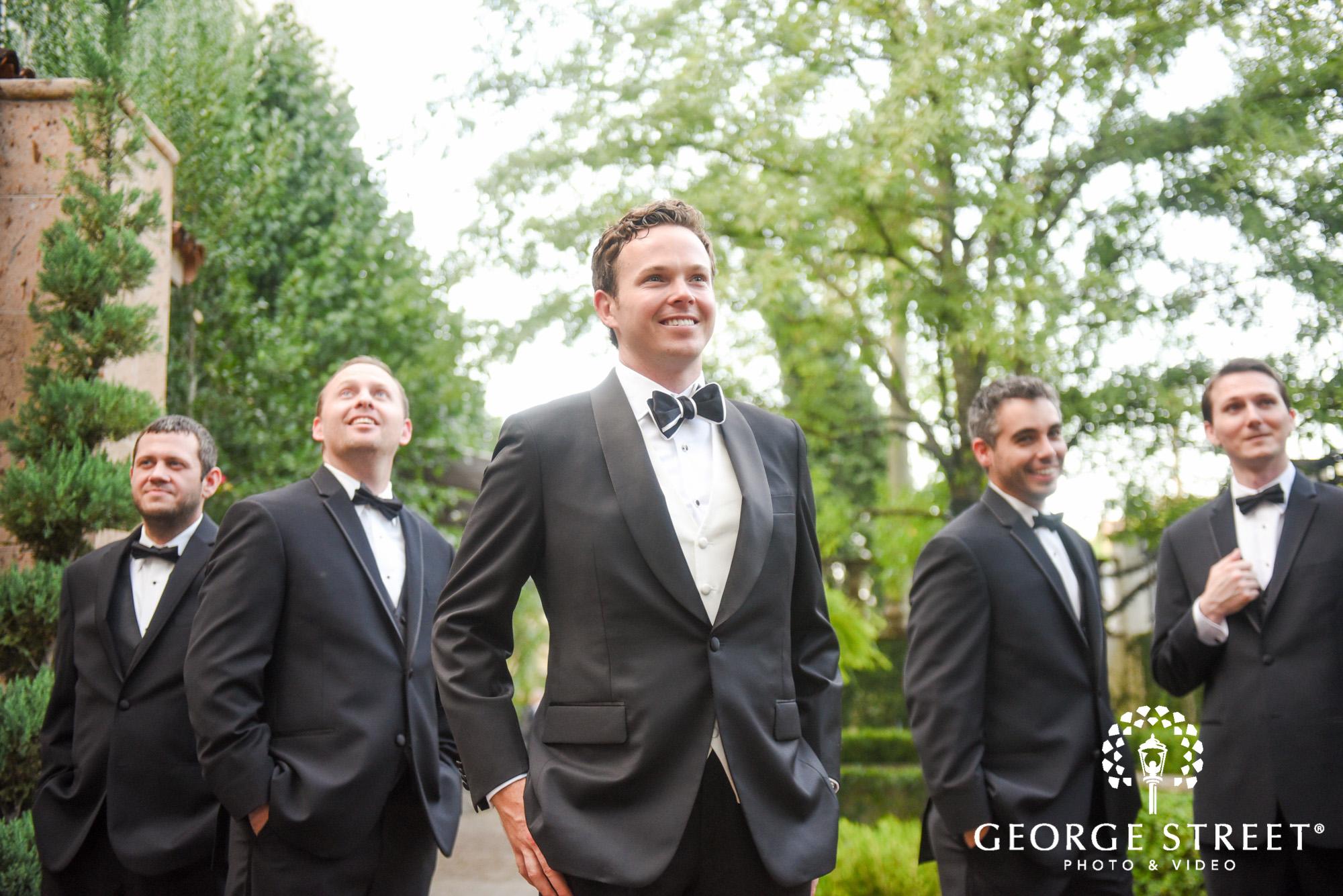 groomsmen outdoor wedding photo