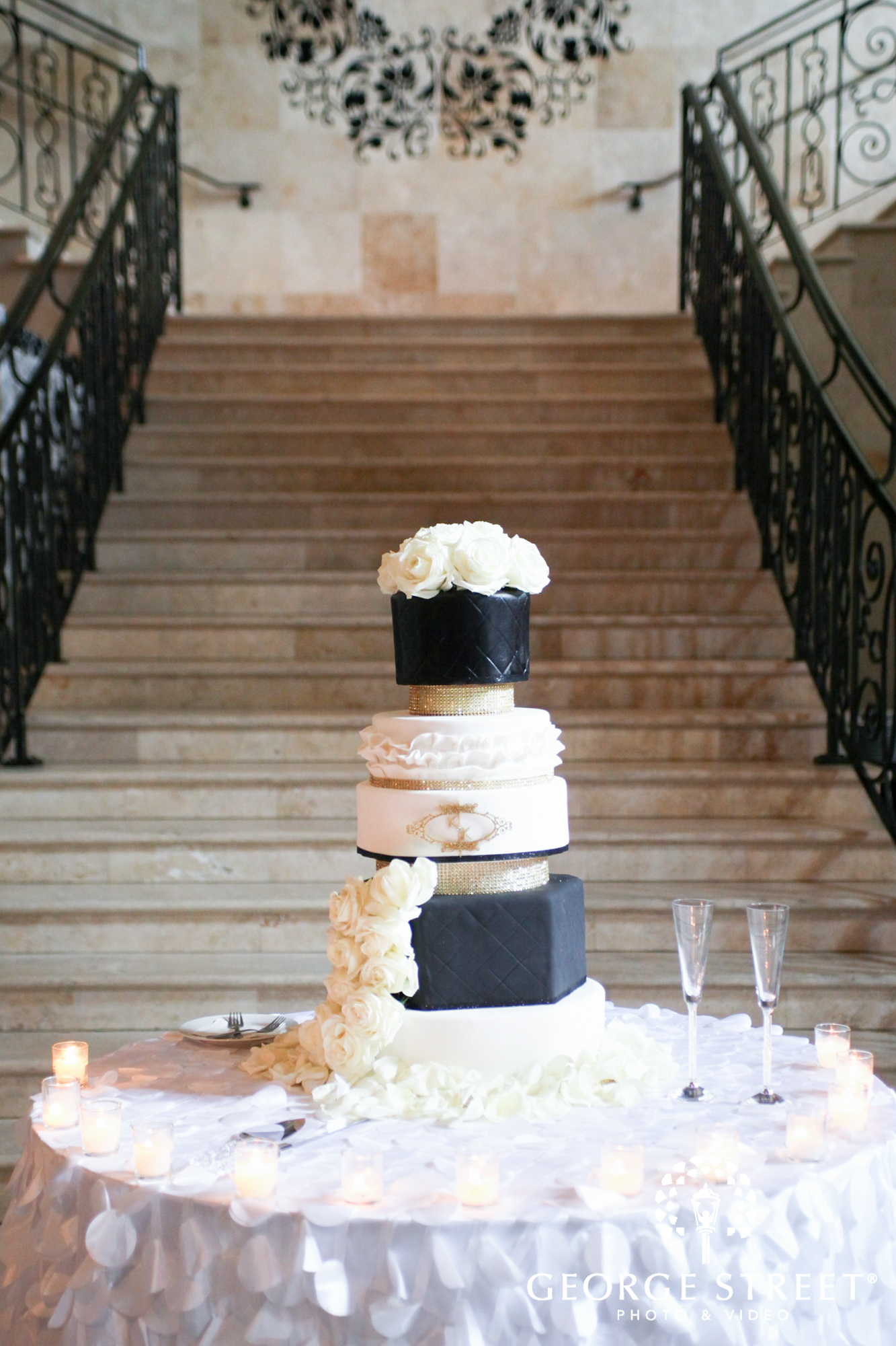modern black and white wedding cake